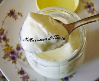 YOGURT NATURALE FATTO IN CASA