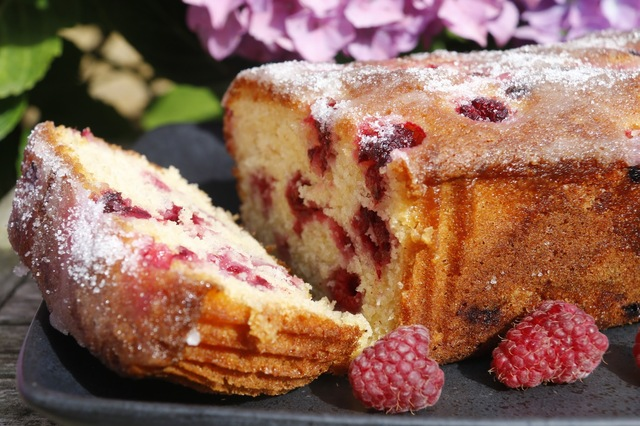 Raspberry, lemon and yogurt loaf cake