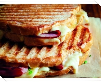 CROQUE MONSIEUR SANDWICH CON GRUYERE E DIGIONE