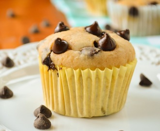 Giveaway and Skinny Banana Chocolate Chip Muffins
