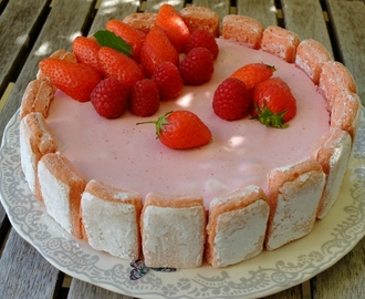 Charlotte mousse aux fruits rouges et biscuits roses de Reims