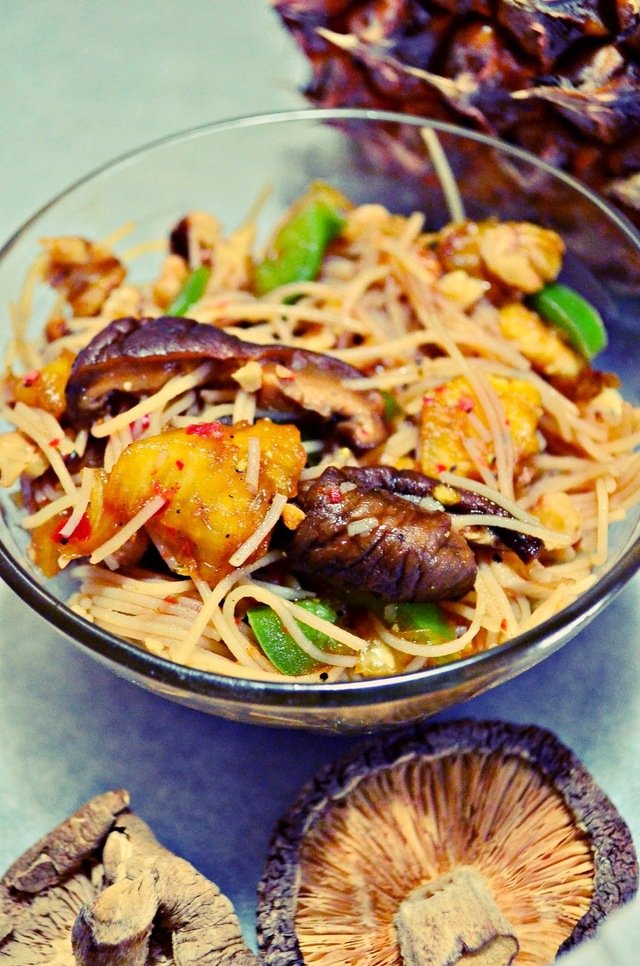 Cold Asian Noodle Salad With Chilli & Pineapple