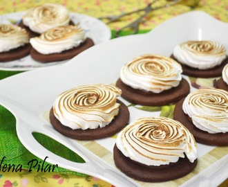 Galletas de chocolate y merengue rellenas de nutella