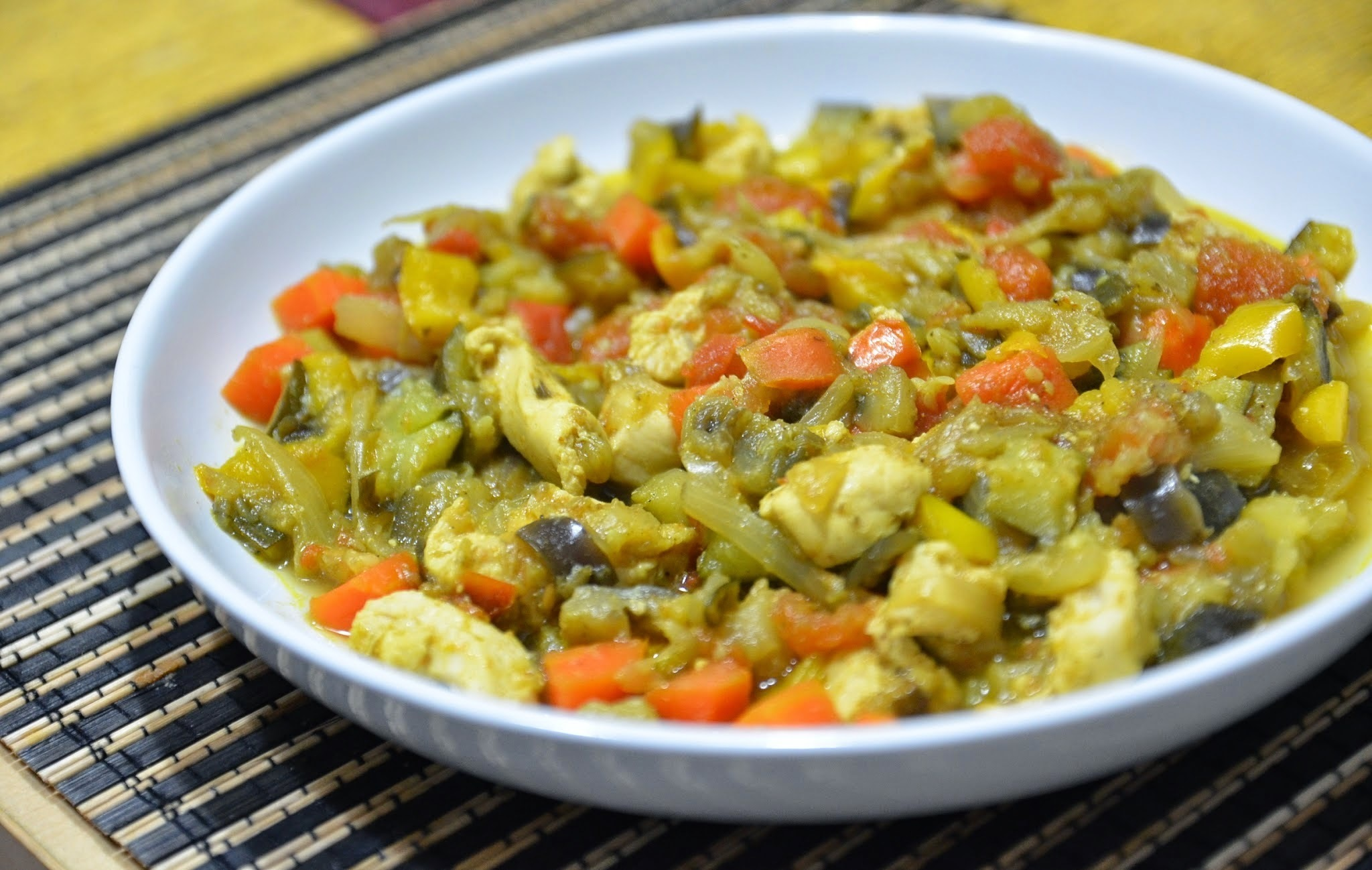 Petto di pollo con verdure al curry (4 blocchi)