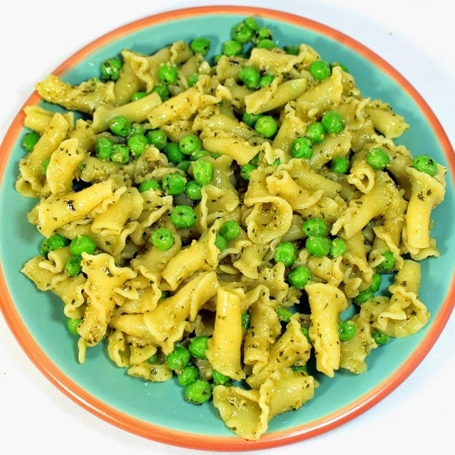QUICK and EASY  Pesto Pasta with Peas - 52 Church PotLuck Side Dishes
