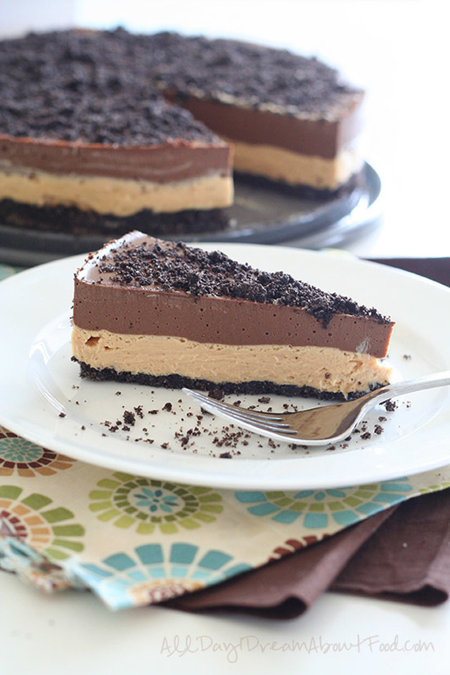Chocolate Peanut Butter Dirt Cake – Low Carb and Gluten-Free