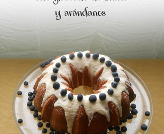 Bundt Cake de Limón con Glaseado de Limón y Arándanos (Lady Bird Johnson's Lemon Bundt Cake).