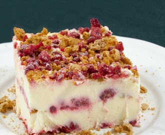Semifreddo amaretti e lamponi / Cream cake with amaretti and raspberries