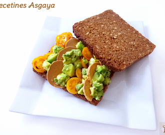 Tosta Aguacate, Tomates Cherry y Carne Vegetal