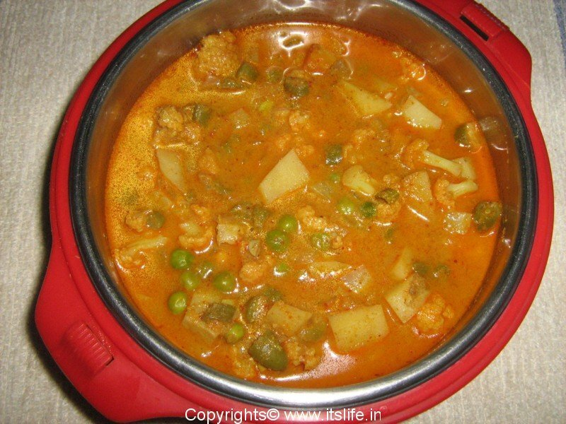 Vegetable Kurma - Tasty vegetables simmered in spices