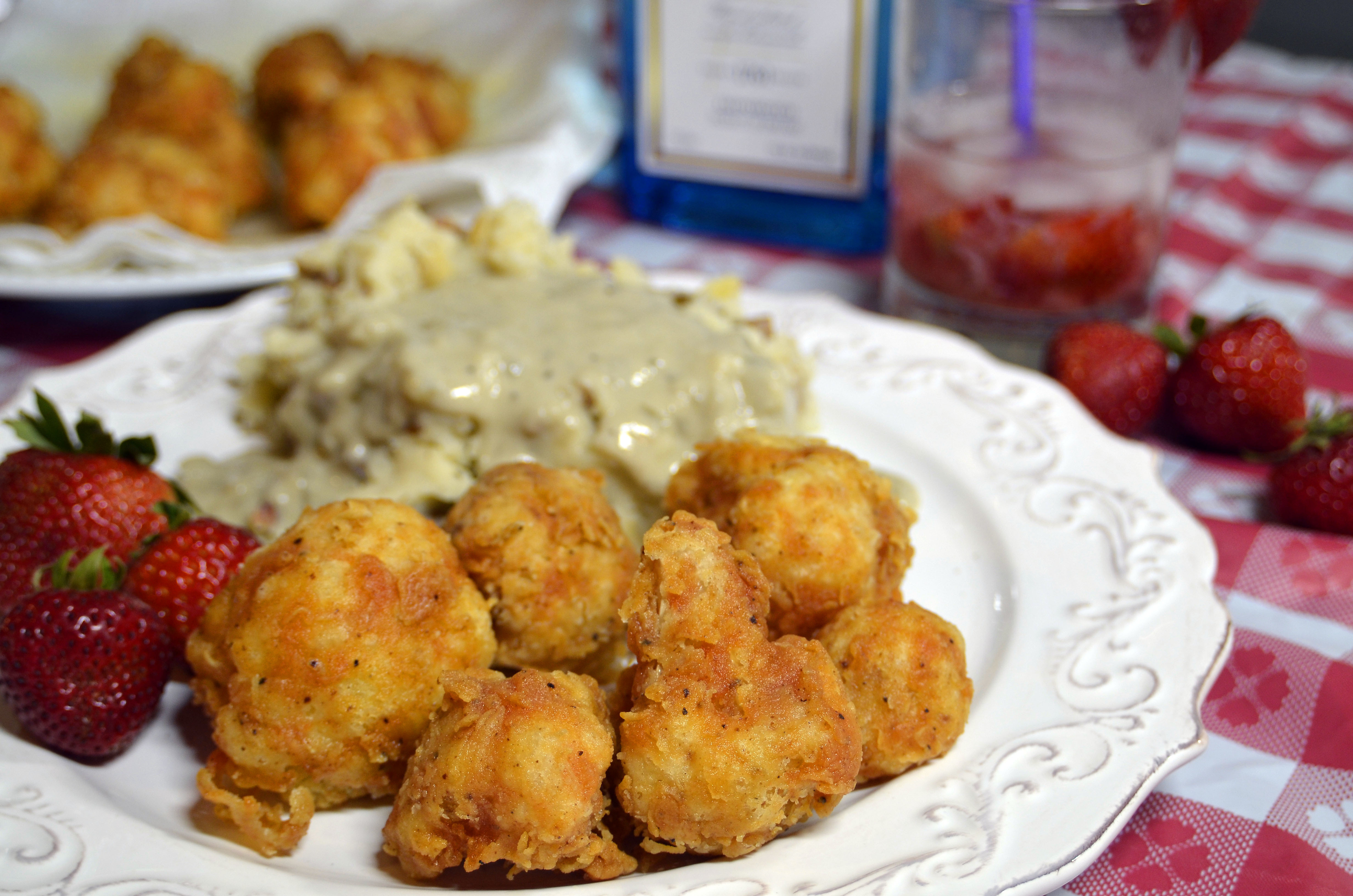 DDD #30 – Spicy Vegan Chicken Fried Cauliflower with Smashed Baked Potatoes and White Gravy & Delta Dipping Sauce
