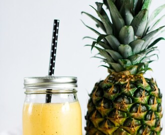 Ananas, mango och papaya smoothie