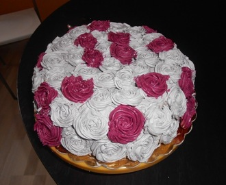 Torta decorata con le rose