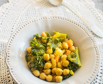 Garbanzos al curry con kale