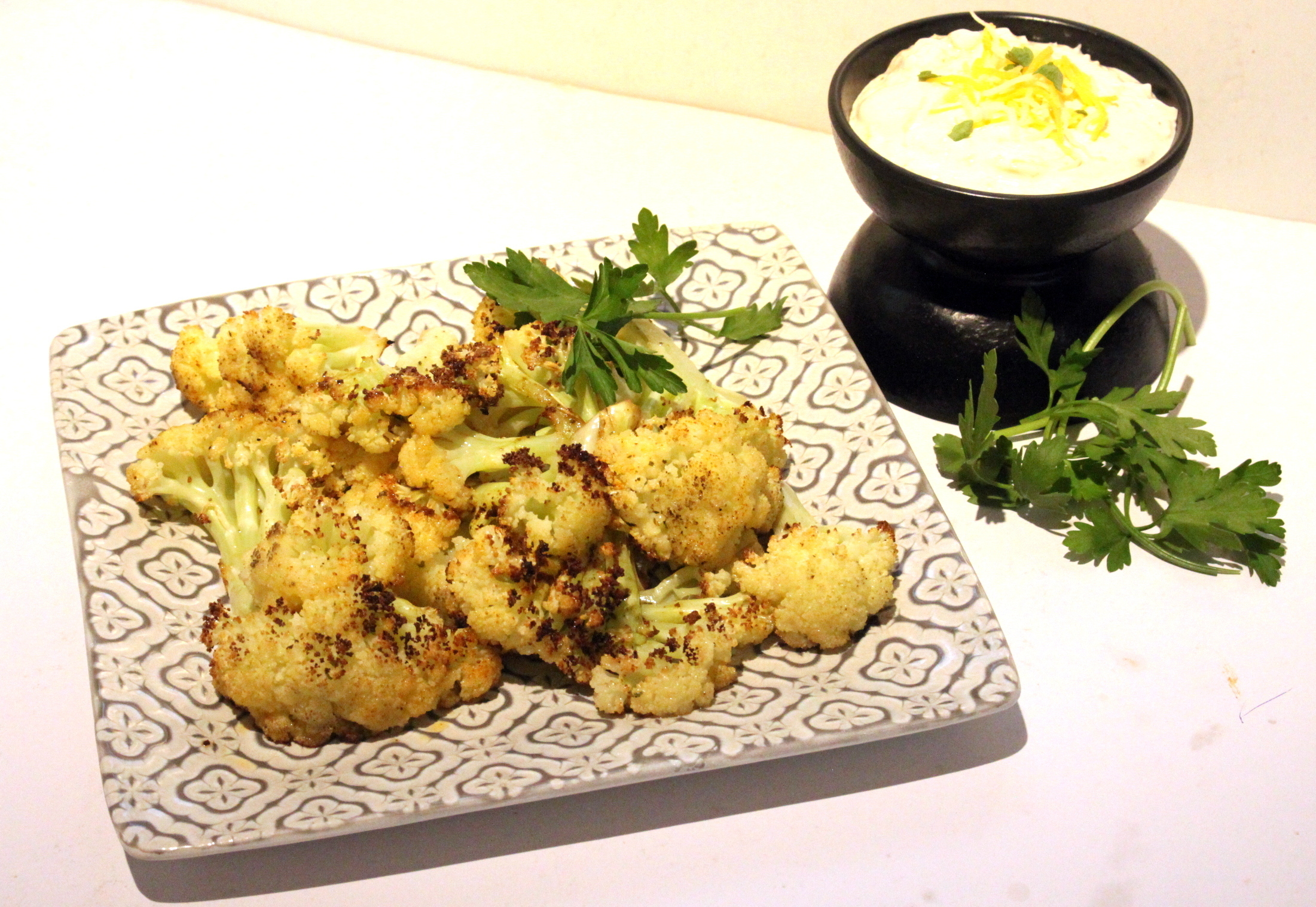 Geroesteter Blumenkohl mit Kaesedip – Roasted Cauliflower with Cheese Dip