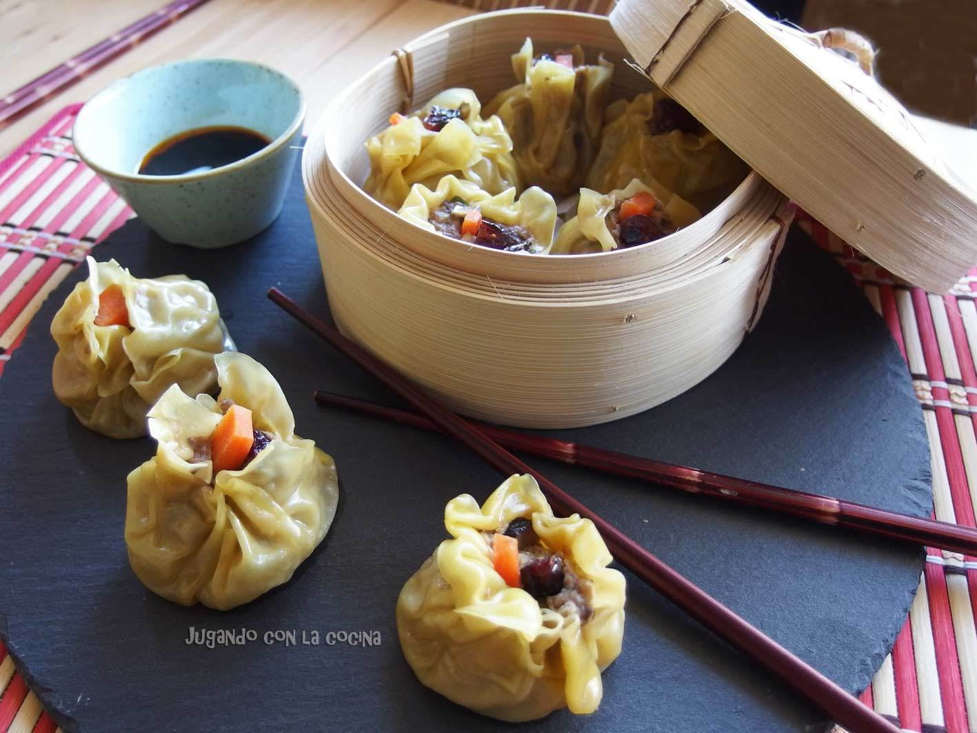 Siu Mai de cerdo y setas - Empanadillas chinas al vapor - Steamed Pork and Mushroom Siu Mai Dumplings  - Ching-He Huang