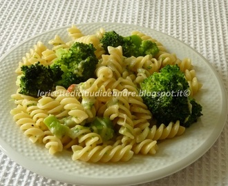 Fusilli con broccoli e crescenza