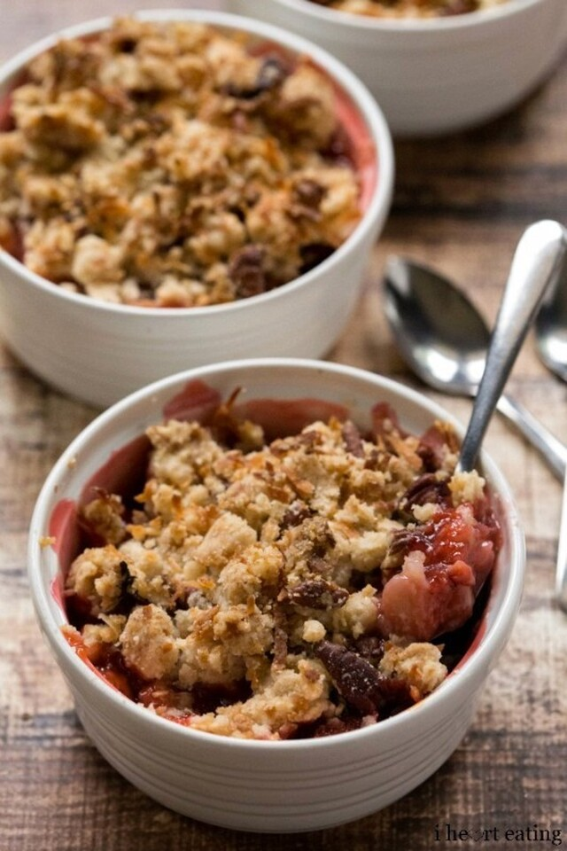 Strawberry Rhubarb Coconut Crumble