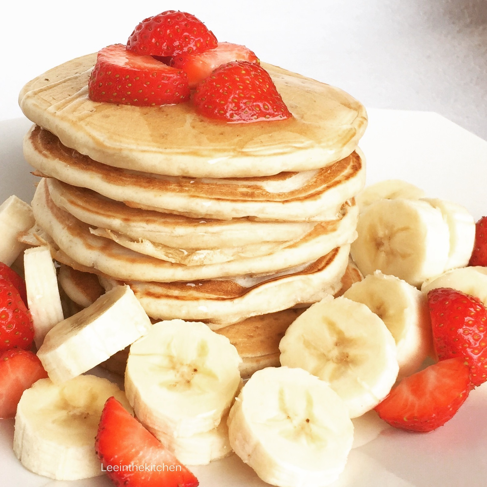 Vegan Pancakes with fresh fruits* Vegane Pancakes mit frischem Obst