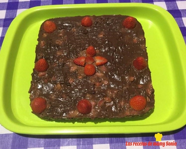 TARTA DE GALLETAS CON CHOCOLATE Y FRESAS EN THERMOMIX