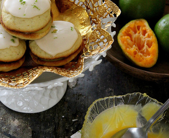 PASSIONFRUIT ORANGE WHOOPIE PIES