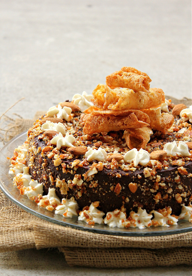 EGGLESS CHOCOLATE CAKE with ALMOND PRALINE TOPPING