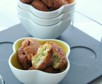 PARIPPU VADA / SPLIT PIGEON PEA CROQUETTES...it's time to snack!