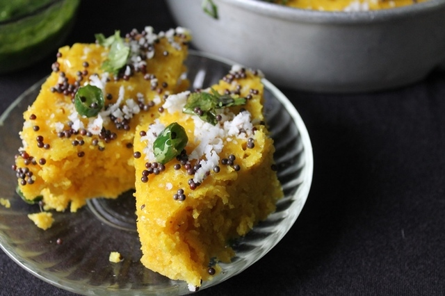 Dhokla Recipe / Khaman Dhokla Recipe / Besan Dhokla Recipe / Gujarati Dhokla with Green Chutney