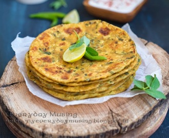 Methi Thepla\ Whole Wheat Indian Flat Bread with Fresh Fenugreek Leaves