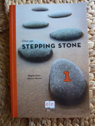 STEPPING STONE 1 ELEVBOK. + 2 CD