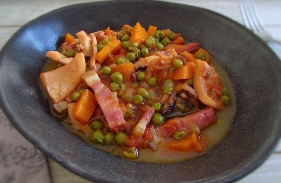 Cuttlefish with peas and carrots | Food From Portugal