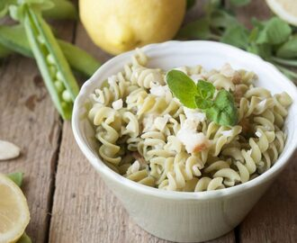 Fusilli di piselli alle mandorle, limone, mentuccia e briciole di pane – Dried peas pasta with almonds, lemon, mint adn breadcrumbs