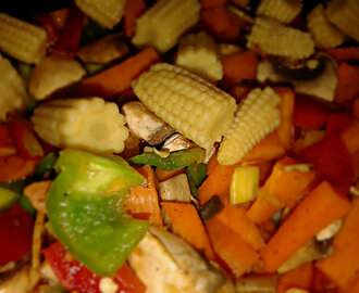 Easy Stir Fried Noodles or Chow Mein with Vegetables & Tofu