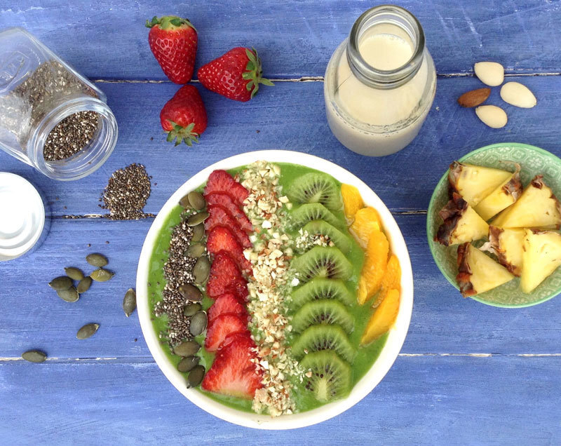 Green smoothie bowl (Batido verde en bol)