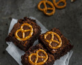 Brownie superjugoso con Pretzels