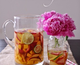 The Tastiest & Easiest White Sangria! [Girls Weekend Must Have!]