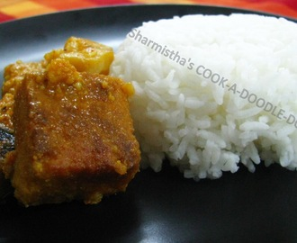 Dhoka'r Dalna (A curry made of lentil dumplings / kofta)