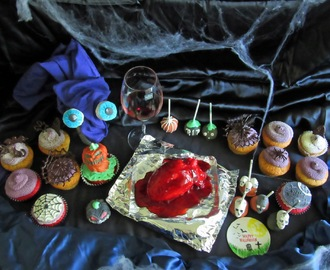 Sweet Table: Blutendes Herz, Cupcakes und Cake Pops (Black Halloween Event 2015)