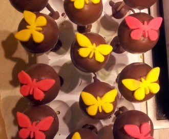 cake pops mit zuckerguss rezepte mytaste. Black Bedroom Furniture Sets. Home Design Ideas