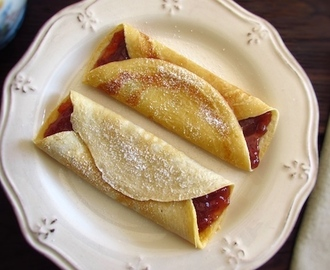 Crepes filled with strawberry jam | Food From Portugal