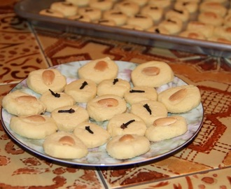 Egyptian Butter Cookies { Ghorayeba }