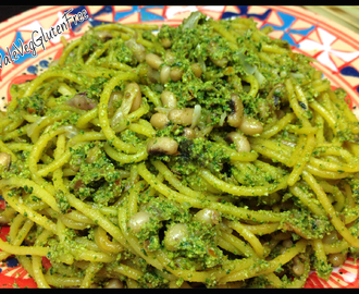 Corn spaghetti with black-eyed peas and raw basil, tomato and almond pesto / Spaghetti di mais ai fagioli dell'occhio con raw pesto di basilico, pomodori e mandorle