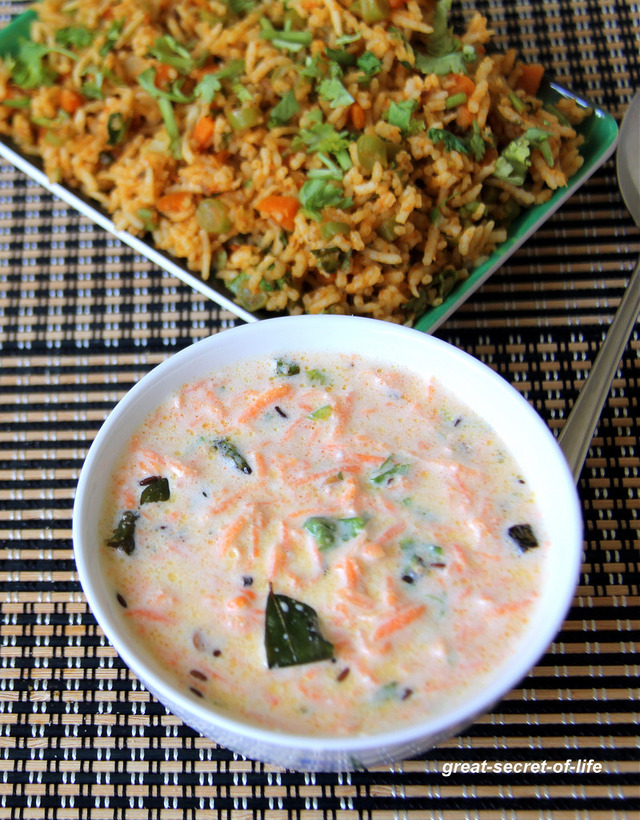 Carrot Raita - Carrot Thayir pachadi - Carrot in yogurt sauce - Gajar ka raita - Simple side dish for fried rice / roti / chapathi