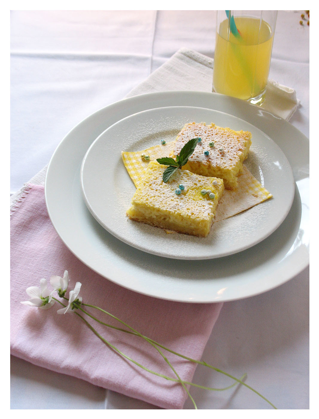 Pita od svježeg sira s kamilicom i sokom od bazge/ Cottage cheese pie with chamomile and elderflower syrup