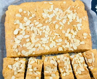 Torta integrale yogurt, miele e mandorle / Wholemeal cake with yogurt, honey and almonds