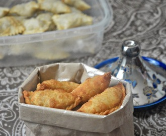 Kozhiyada/Irachiyada (Chicken stuffed Pockets) with step by step pictures & short video