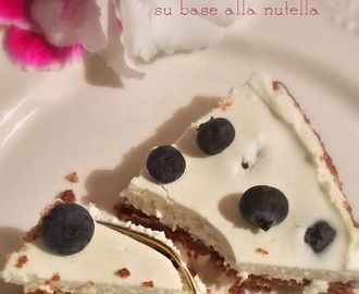 Torta allo yogurt, panna, mirtilli e nutella. La mia non cheesecake