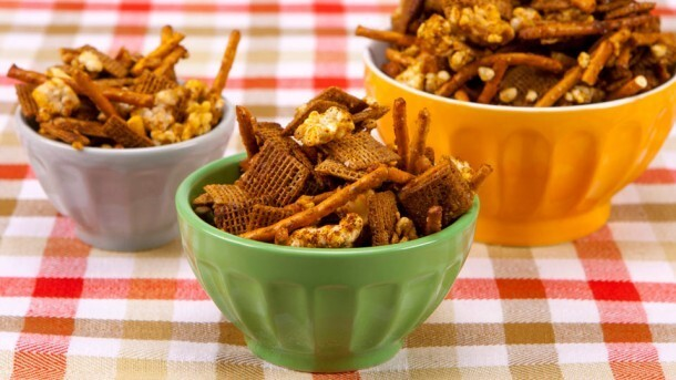 Honey Apple Snack Mix 	             woven wheat square cereal rice cakes pretzel sticks each unsalted peanuts and pecan pieces packed brown sugar garlic powder chili powder pinch salt unsweetened applesauce butter liquid honey