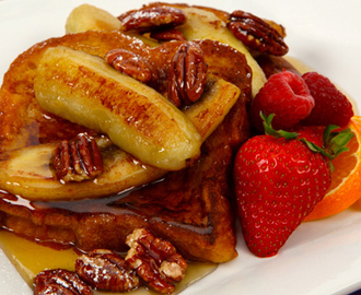 French Toast with Caramelized Bananas and Pecans 	             chopped pecans eggs 5% cream or milk maple syrup cinnamon vanilla salt egg bread butter butter firm ripe bananas maple syrup packed brown sugar corn syrup dark rum