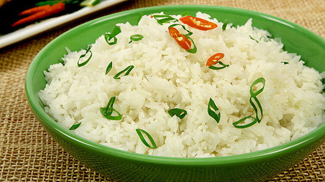 Coconut Thai Rice 	             Thai jasmine rice or basmati rice or other long grain rice vegetable oil cloves of garlic onion minced gingerroot coconut milk salt